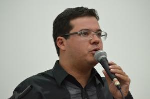 Glauber Vidal sugeriu a servidores esperar e fortalecer a pauta e a luta.