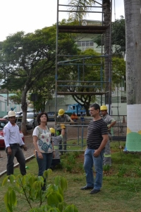 Vininha Nacif, coordenadora da Defesa Civil, acompanhou o trabalho e pediu a compreensão da população ao encontrar pontos isolados, com sinalização indicando perigo.