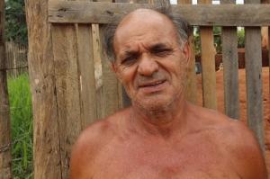 Senhor Jonas Borges da Silva, conta que a rua consta como asfaltada, mas está que é barro puro.