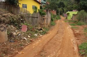 Ao chegar no bairro Boa Vista é possível notar a péssima condições das ruas; vista da rua Bom Jesus.