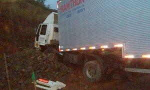 Duas pessoas morreram no acidente com Escort e Carreta.