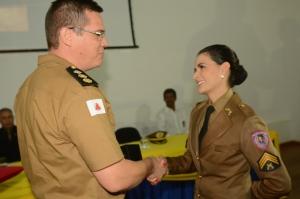 Tenente-coronel Sérvio e a militar destaque do curso em todo o Estado de Minas Gerais