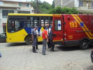 Bombeiros compareceram ao local, mas a vítima já havia sido socorrida em um carro particular.