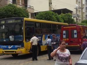 Condutor do ônibus relatou que não deu tempo de evitar o impacto quando percebeu a pedestre.