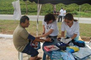 Diversos exames como  aferição de pressão, glicose, entre outros, foram realizados na tenda.