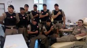 Em ação coletiva, policiais resolveram doar sangue nesta quinta-feira.