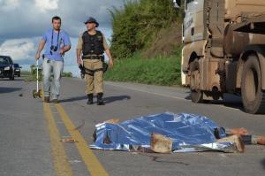 Perito realizou os trabalhos para identificação do acidente; PRF organizou o trânsito até a retirada do corpo do garoto.