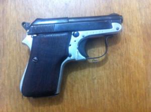 A PC investigava o rapaz, de 22 anos, por uso ilegal de arma de fogo e suspeita de roubos.