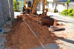 No outro dia, Secretaria de Obras enviou máquinas para o local para resolverem o problema.