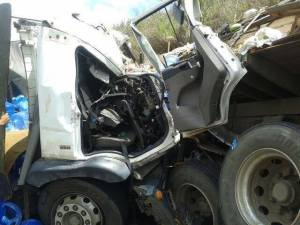Os ocupantes dos caminhões foram socorridos  pela equipe do Corpo de Bombeiros Comunitário de Ubaporanga.