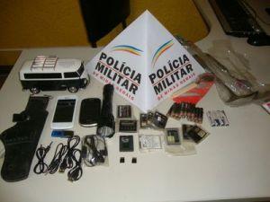 PM recuperou alguns dos aparelhos eletrônicos furtado da loja no domingo, dia 30.