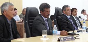 Nova Mesa Diretora: à esq.; Juarez Elói (2º Sec.), Paulo Altino (Vice-pres.), Jorge Augusto Pereira (Presidente) e Jânio Garcia Mendes (1º Sec.).