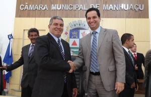 Novo Presidente Jorge Augusto Pereira (Jorge do Ibéria) recebe os cumprimentos do então Presidente Maurício de Oliveira Júnior.