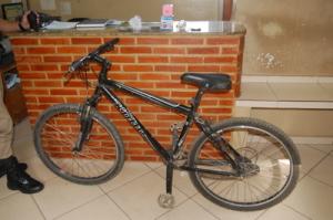 Menor estava de bicicleta no momento do ato infracional e da abordagem dos policiais.