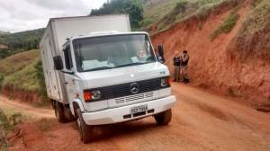 Caminhão localizado em Reduto, parte da carga foi levado pelos autores.