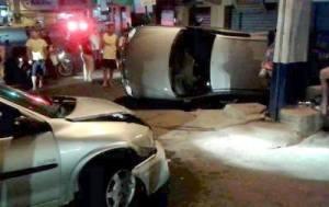Acidente chamou a atenção de moradores e motoristas que passavam pelo local.