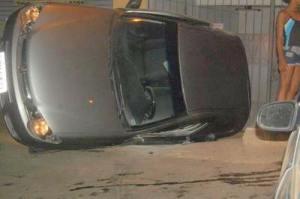 Pálio capotou após colidir com um Corsa próximo ao terminal rodoviário.