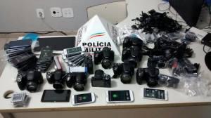 Câmeras e celulares furtados foram avaliados em cerca de R$ 35 mil.