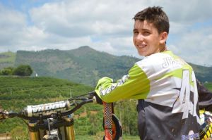 jovem motociclista - foto 2