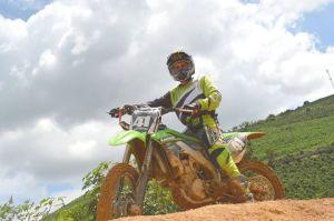 Natural de São Pedro do Avaí, adolescente é uma das promessas de Manhuaçu para o motocross.