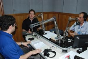 Delegado da Polícia Civil, João Lopes de Sá Neto, e o presidente da OAB Manhuaçu, Alex Barbosa, em programa de rádio.