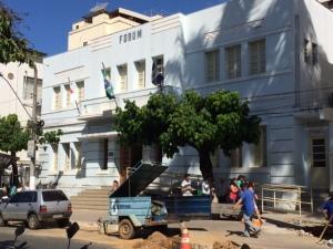 – Nesta terça-feira, trabalhadores do SAAE ainda estava na obra para o desentupimento da rede de esgoto.