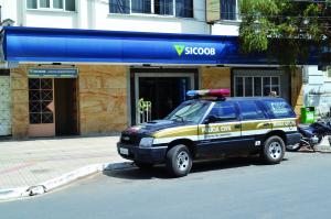 Golpista se fez passar por funcionário do HCL e levou R$ 15 mil da agência do Sicoob, na Praça.