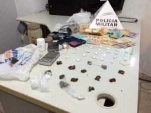 Drogas, celulares e grande quantidade de dinheiro foram localizadas na residência dos acusados.