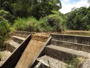 Represa em Espera Feliz está praticamente sem água.