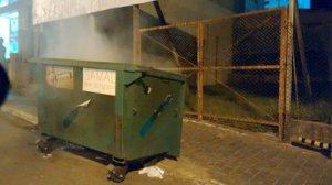 No centro, três containeres foram incendiados, além deste episódio alguns bairros e até distritos já registraram casos.