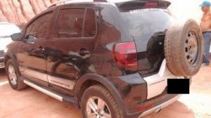 Veículo foi encontrado no bairro Nossa Senhora Aparecida; dentro havia fotografias da adolescente.