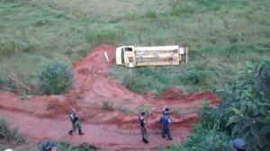 Caminhão taque tomba e motorista morre - foto 2