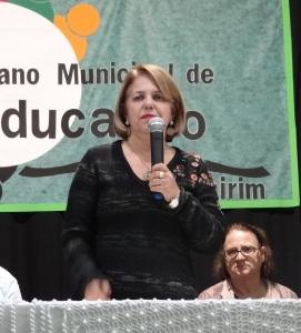 Prefeita Darci Braga, durante pronunciamento oficial na abertura da audiência.