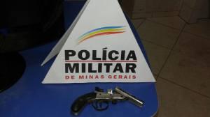 Arma apreendida com menores; eles planejavam utilizá-la em assaltos no Coqueiro.