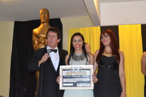 Dra. Denise Rodrigues representa a APAC durante premiação pelo trabalho executado pela instituição.