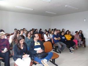 Estudantes durante apresentação da instituição e resultados obtidos.