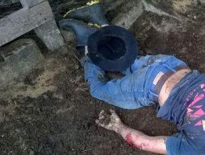 Corpo foi localizado no curral, com dois tiros de escopeta calibre 12.