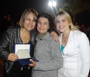 Ladeada pela Prefeita Darci Braga e Enfermeira Dayane Delgado, D. Maria Braga Sangi (Dona Tuca), foi homenageada durante a solenidade.