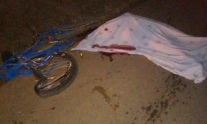 Corpo de Altair ainda podia ser visto próximo a bicicleta, completamente destruída.