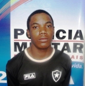 Kenedi Bento da Silva, de 20 anos, também foi preso com drogas.