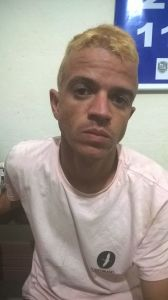 Inocêncio Dias Correa, de 25 anos, é suspeito de ameaças, tráfico e envolvimento em vários crimes violentos.