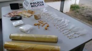 787 pedras de crack foram localizadas com o suspeito.