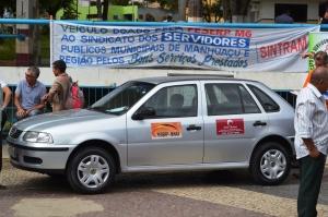 Veículo Gol ficou exposto durante a sexta-feira (17), no Calçadão Prefeito Fernando Lopes.