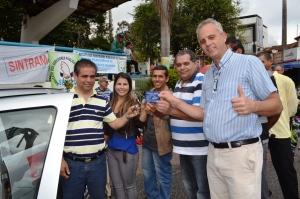 Presidente da FESERP, Cosme Nogueira, entrega chaves e documentos à representantes de sindicatos da região.