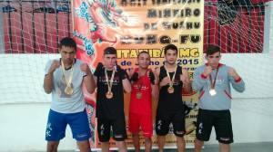 Os cinco atletas da Minas Wushu que levaram para casa a medalha de ouro; eles se preparam para a etapa nacional.