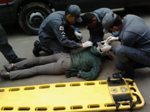 Motociclista ficou levemente ferida e foi socorrida à UPA pelo Corpo de Bombeiros.