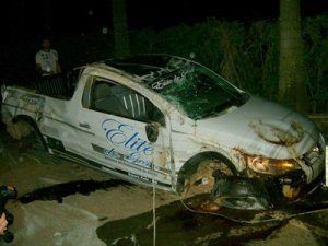 Saveiro ficou destruída após o capotamento; veículos estava com documentação irregular.