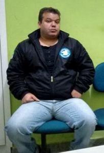 O porteiro do hotel, Vandelei Antônio da Silva foi preso por avisar os suspeitos da presença da PM;
