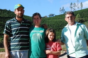 O trabalho da Emater-MG junto ao público também envolve visitas in loco, reuniões com grupos de agricultores familiares, atendimentos individuais nas propriedades, programa de qualidade de café, orientações sobre a cadeia produtiva, crédito rural, entre outros destaques