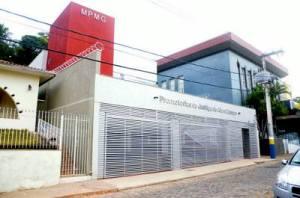 O prédio da nova sede conta com dois gabinetes, salas destinadas aos servidores, à secretaria e a reuniões, garagem e espaço para espera do atendimento.